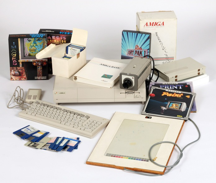 4_Commodore_Amiga_computer_equipment_used_by_Andy_Warhol_1985-86